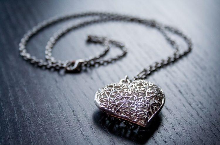 Redonner de l'éclat aux bijoux de famille pour son mariage
