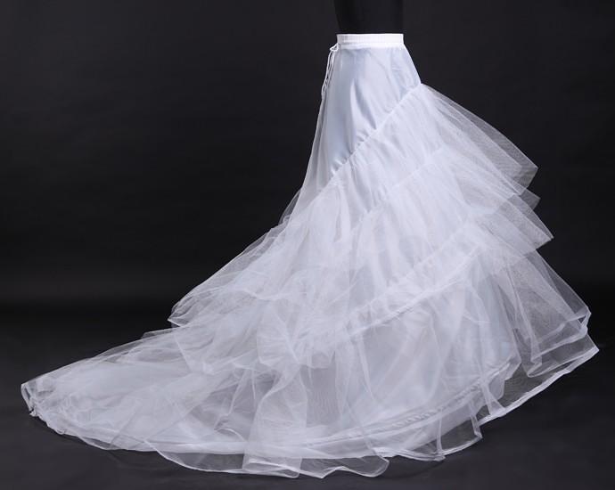 Robe de mariage : faut-il l'acheter, la louer ou la faire confectionner?