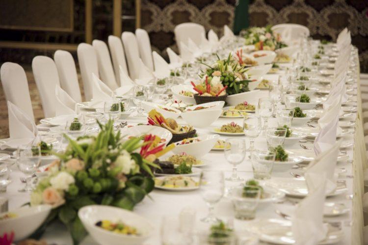 buffet dînatoire ou dîner servi pour repas de mariage