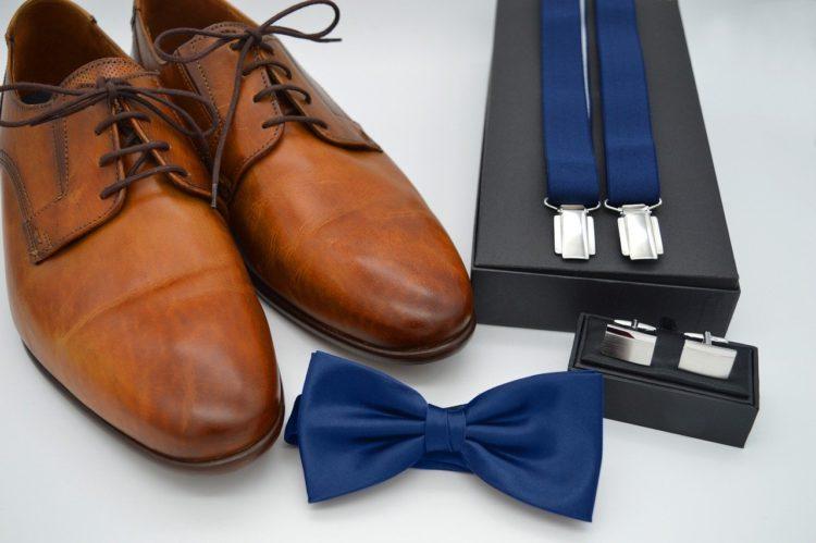 Ceinture ou bretelles pour le costume du marié